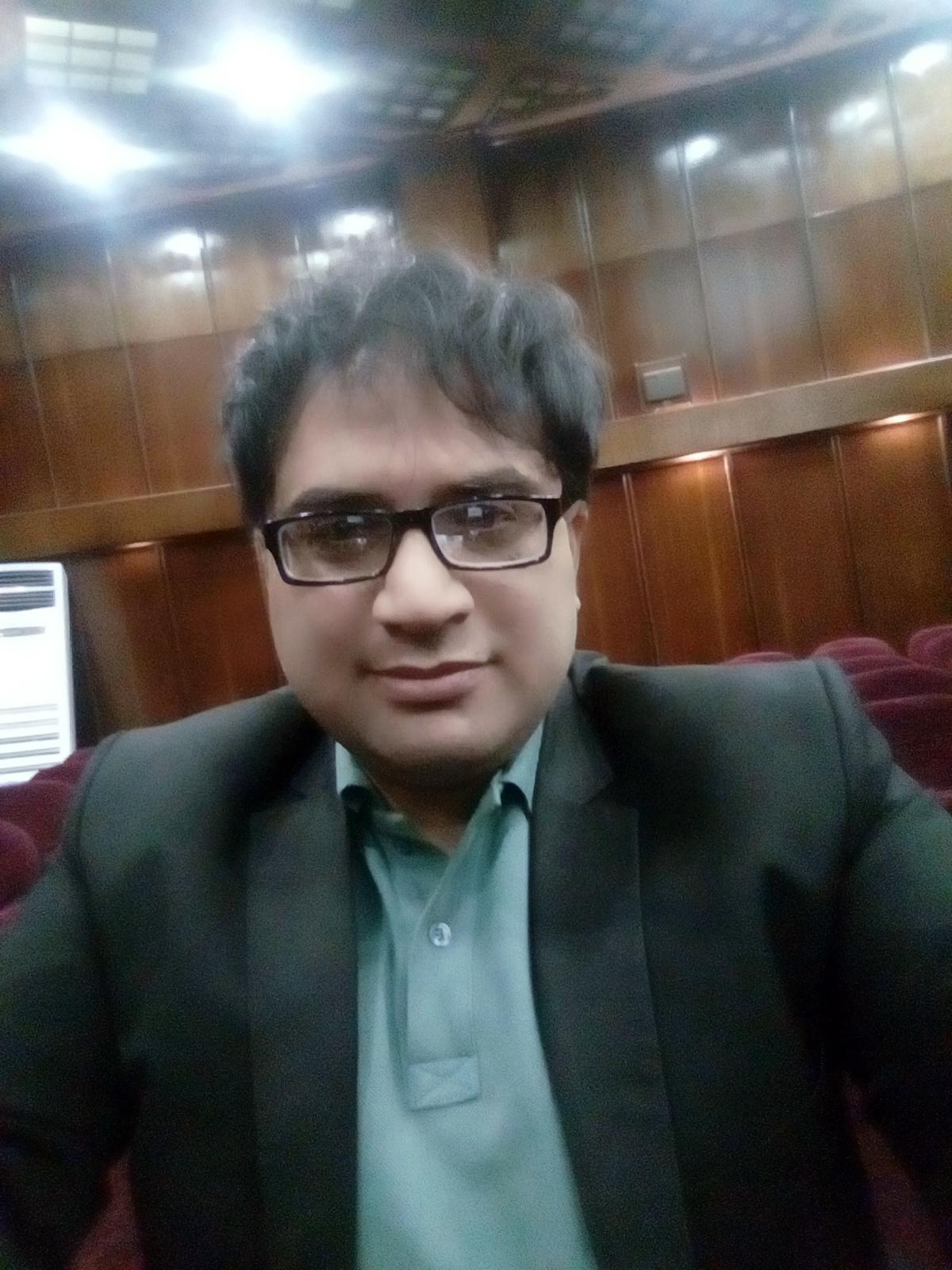 Dr.Mojtaba Mafi